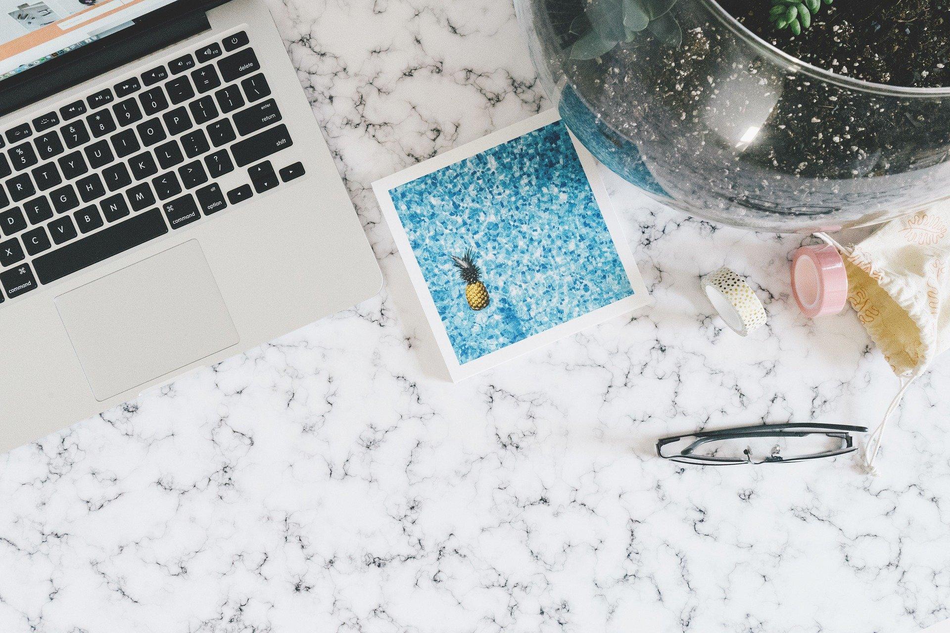 Hvad kan jeg bruge til rengøring af mine marmorflader?